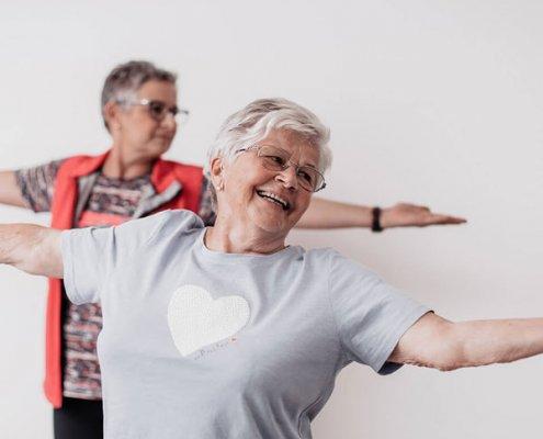 Parkresidenz Corvinus Seniorenresidenz Wr Neustadt Aeltere Dame Macht Sportliche Bewegung