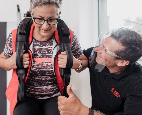 Parkresidenz Corvinus Seniorenresidenz Wr Neustadt Aeltere Dame Trainiert Im Fitnessraum