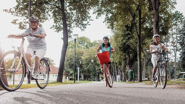 Parkresidenz Corvinus Seniorenresidenz Wr Neustadt Radfahren Im Stadtpark